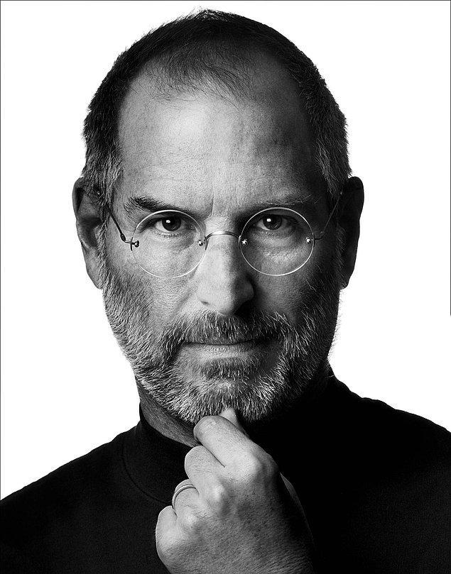 6. Rahmetli Steve Jobs'un sekreteri bir gün arabası bozulduğundan işe geç kalır ve bir daha gecikmemesi için Jobs ona bir Jaguar alır.