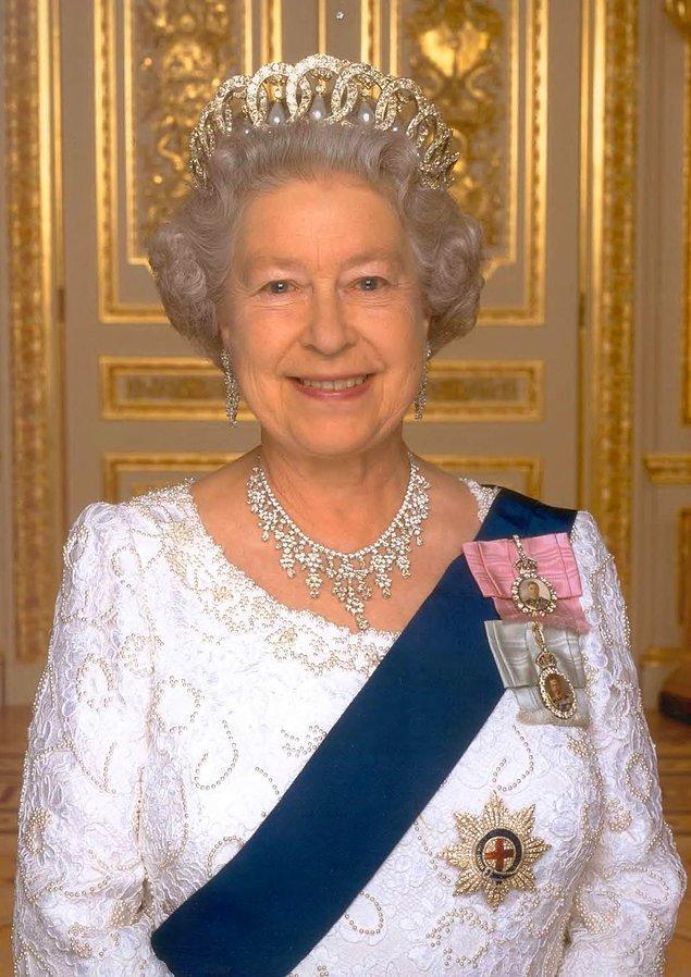 17. Kraliçe 2. Elizabeth II. Dünya Savaşı'nda araba tamircisi ve şoför olarak hizmet vermiştir.