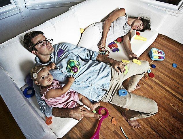 5. Bazen, eşinizle biraz yalnız zaman geçirebilmek için geç saatlere kadar uyanık kalırsınız.