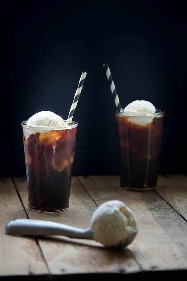 1. Sıcak yaz günleri yaklaşırken en güzel olacak şey dondurmayı kahveye katmak olabilir...