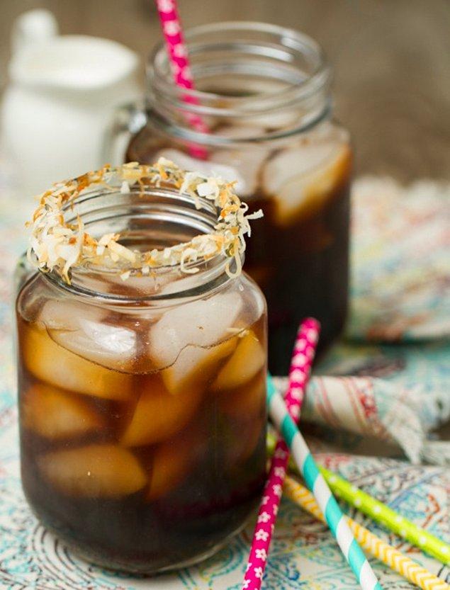 5. Buz gibi kahveye biraz tropik esinti katmaya ne dersiniz?