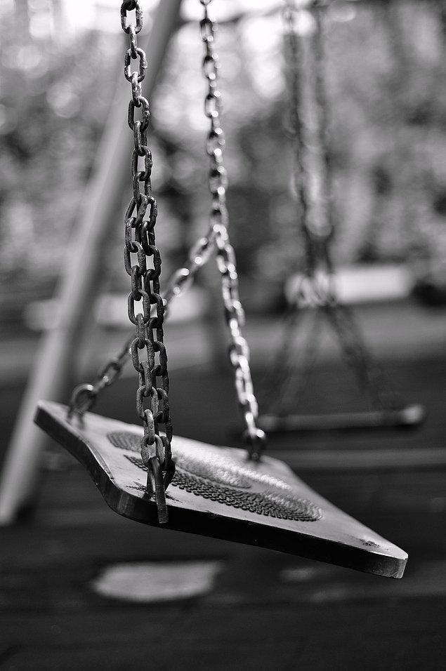 """15. """"Hayatımız, yattığımız yerde okumakta olduğumuz bir kitap gibi kapatıldı... Şimdi tekrar elimize aldığımızda kaldığımız sayfayı bulamıyoruz."""""""