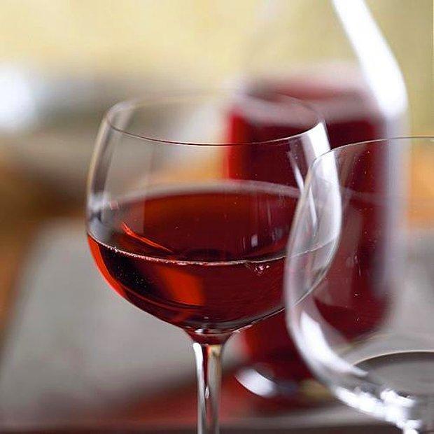 Kırmızı şarap, lütfen.