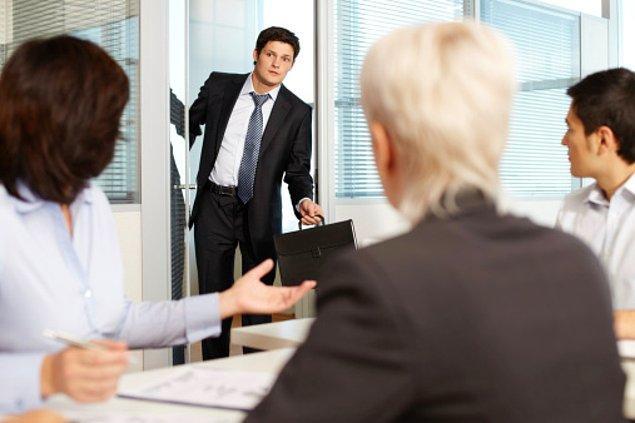 2. Toplantılara geç katılmak