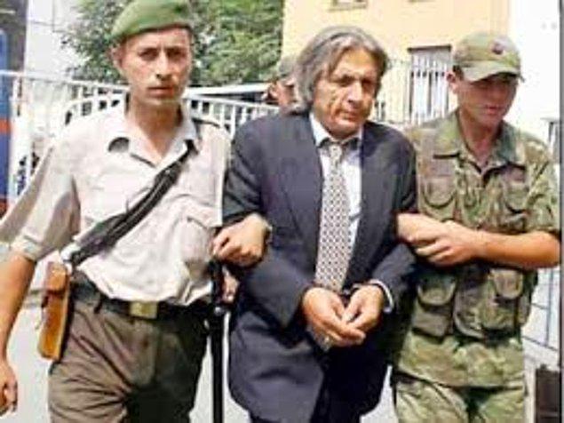 Bu aşkın en efsane yanı, Hasan Heybetli'nin kendisini aldattığını öğrenen Muazzez Abacı'nın polisi arayıp sevgilisini ihbar etmesi ve onu yakalatması sanırım.