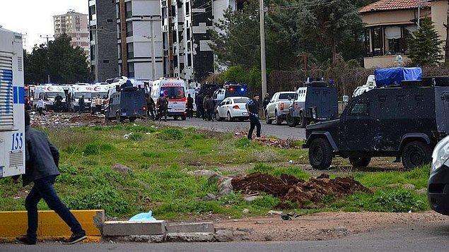 Diyarbakır'daki saldırıda yaralanan polis memuru şehit oldu