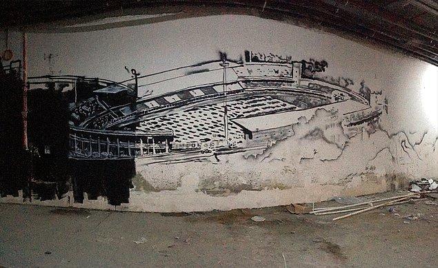 Takımların stada girdikleri tünelde onları İnönü Stadı'nın grafitisi karşılayacak.