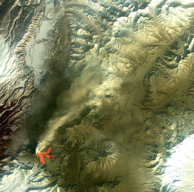 8. Yine yarımada üzerinde yer alan Kizimen stratovolkanının 2011 yılında patlaması sonucu zirve kubbesi çöktü.