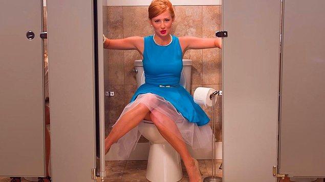 Девочку в туалете порно онлайн