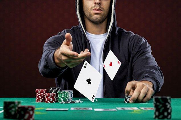 6. Dandik telefon oyunları oynayarak vakit kaybetmez; mutlak suretle poker oynar, black jack oynar. En fazla düşünmek zorunda kaldığı an budur.