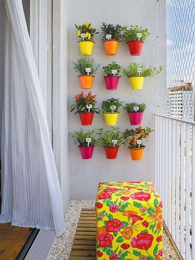 """10. """"Bizim balkon öyle büyük değil ki, çiçeklerle üst üste mi oturayım?"""" diyorsanız, bravo doğru adrestesiniz!"""