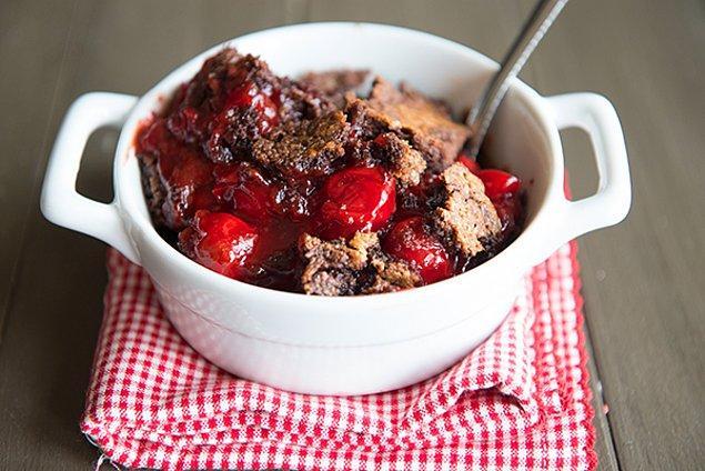 4. Hem kek hem vişne hem de ılık işte bir tatlıdan beklenen her şey!