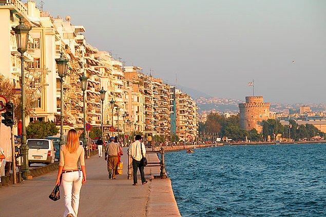 12. İzmir ve Selanik, aynı evin içinde büyümüş ama sonra ayrı ailelere emanet edilmiş iki kardeş gibidir.