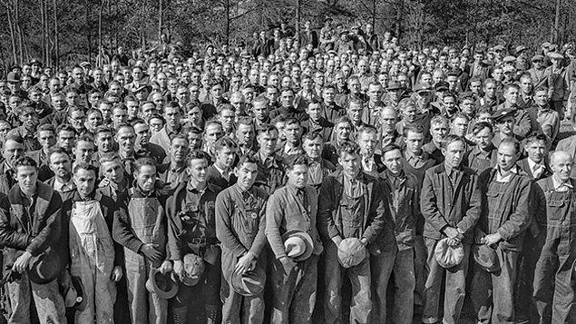 """5. Bir diğer tanım işçi için; """"Fabrika, atölye, maden ocağı, tarım işletmesi vb. gibi bir işyerinde, belli bir ücret karşılığında bedenini, kafa gücünü ya da bunlarla birlikte el uzluğunu kullanarak üretim yapan kimse."""" diyor."""