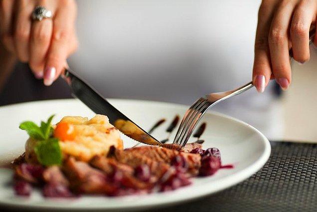 11. Yemek Masasında Rezil Değil Vezir Olmanıza Yardımcı Olacak 11 Sofra Adabı Kuralı