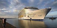 Сошёл на воду крупнейший корабль в истории