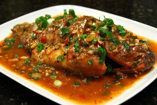 2. Balık+Tatlı-Ekşi Sos+Taze Soğan+Soğan+Elma Sirkesi