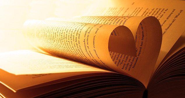 1. Edebiyatta en sevdiğin türü sorarak başlasak?
