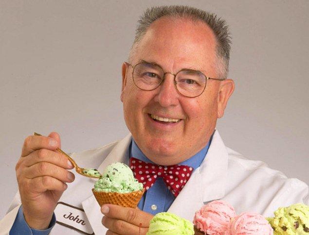 1. Bu tonton amcanın ismi John Harrison. 1942'de A.B.D.'de dünyaya gelmiş. Dreyer's isimli ünlü bir dondurma firmasında çalışıyor.