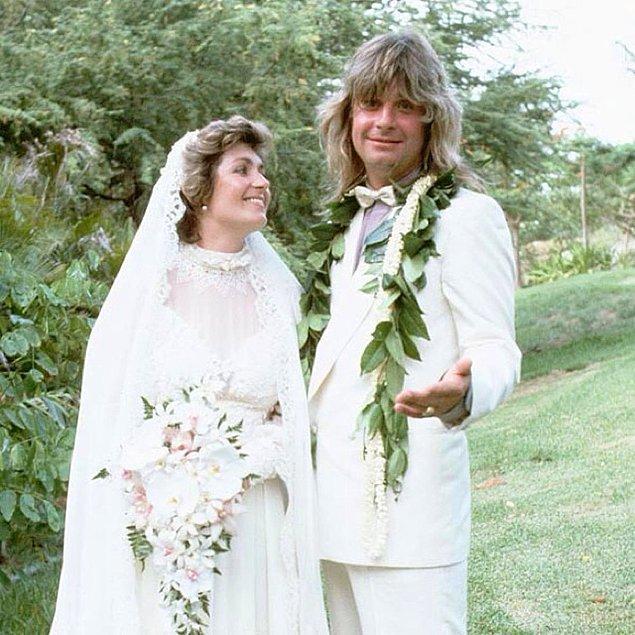 Bundan üç yıl sonra Sharon ve Ozzy, Hawaii'de dünya evine girmişlerdi.