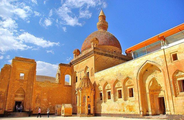 7. İshak Paşa Sarayı'nın bulunduğu ilimizin plaka kodu kaçtır?
