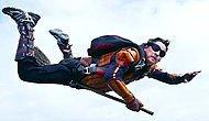 Парни прыгнули с парашютом, чтобы сыграть в квиддич