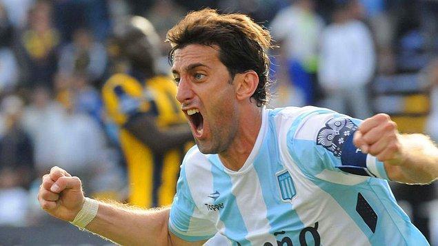 Fretes, biraz zamanlar Inter'de de forma giyen yıldız futbolcu hakkındaki hayranlığını ise 'Benim büyük idolüm o, her yaptığını seviyorum. Milito'yu izlemek için hep bu yöntemi kullanıyorum' sözleriyle dile getirdi