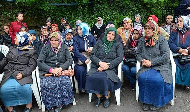 Aileler ve diğer madenciler günlerdir kapıda bekliyor