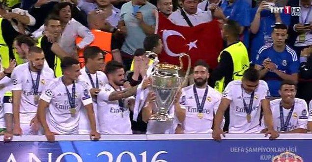Kupa seremonisinde Türk Bayrağı