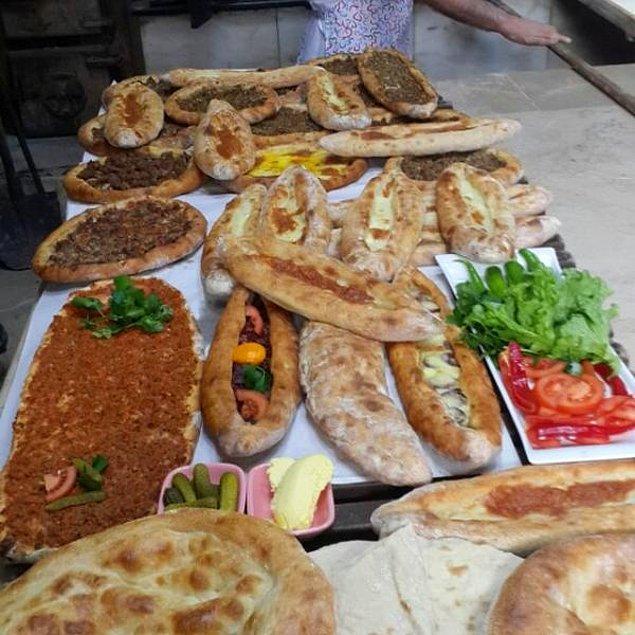 2. Trabzon'un ağır kahvaltılıkları peynirli ve kıymalı, onların şahı ise: Rüştü'nün Fırını