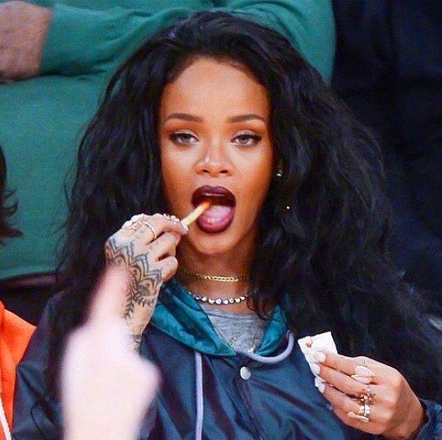 13.Yemeyi sevdiği şeyler ise Barbados'a özel bir tavuk yemeği ve peynirli sandviç.