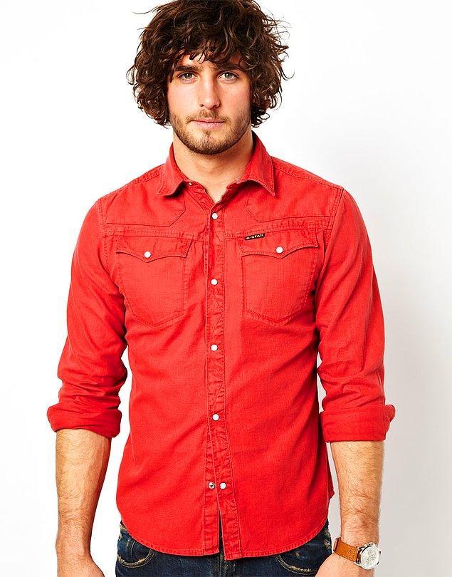 1. Kıyafet seçimlerinizde kırmızıya bol bol yer verin.