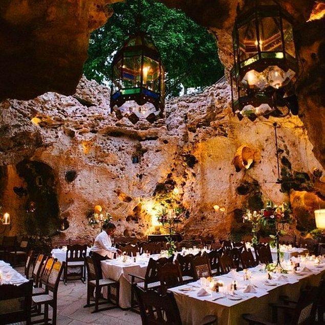 6. Ali Barbour'ın Mağara Restoranı | Diani Sahili, Kenya.