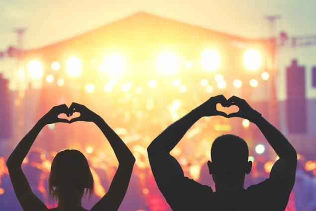 Сходите на концерт вашей любимой группы