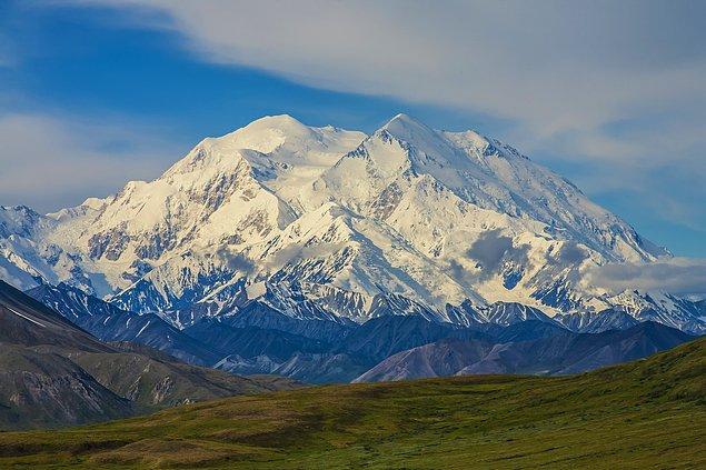 1. Geniş nehir vadileri, tundra, yüksek dağ sıraları ve buzul dökümlü dağların bulunduğu Alaska Denali National Park