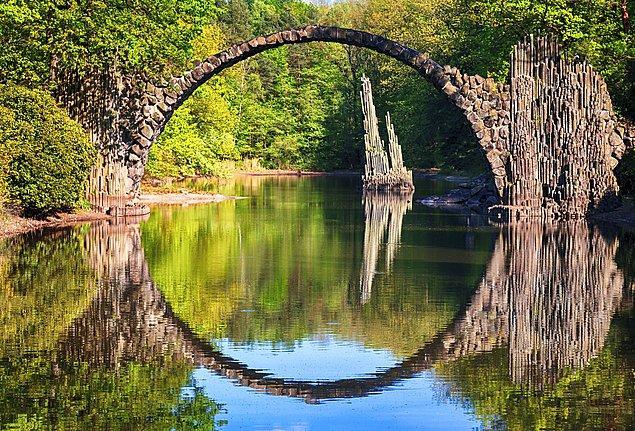 7. Rakotz Köprüsü'nün büyüleyici güzelliğiyle aklınızı başınızdan alacak Kromlau