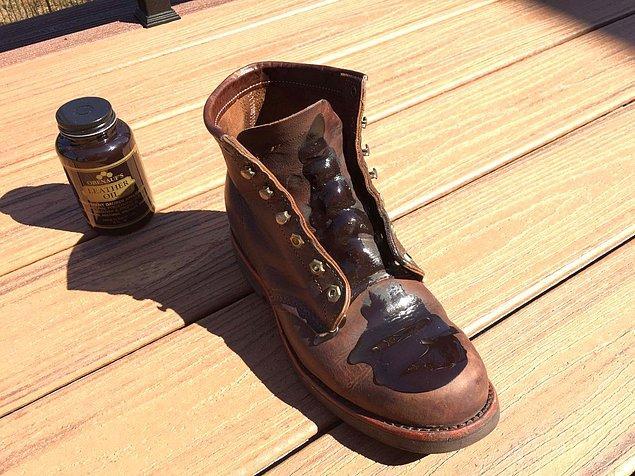 9. Ayakkabılarınızın temiz ve yeni görünmesini sağlamak için kösele sabunu ve yağ kullanın.