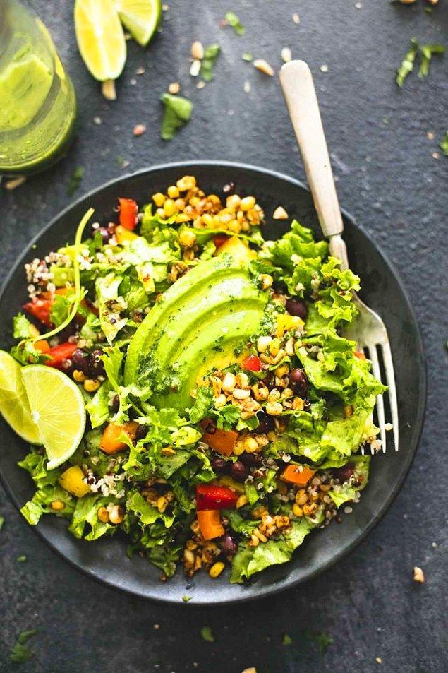 6. Fit bir tercih için: Limonlu avokadolu kinoa salatası