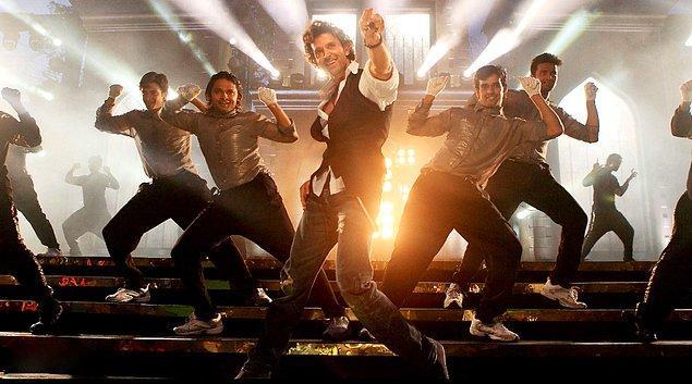 5. Hollywood filmlerinde müzikler soundtrack olarak kullanılır, arka planda çalar. Bollywood'da ise müzik çaldığı anda herkes senkronize bir şekilde dans etmeye başlar.