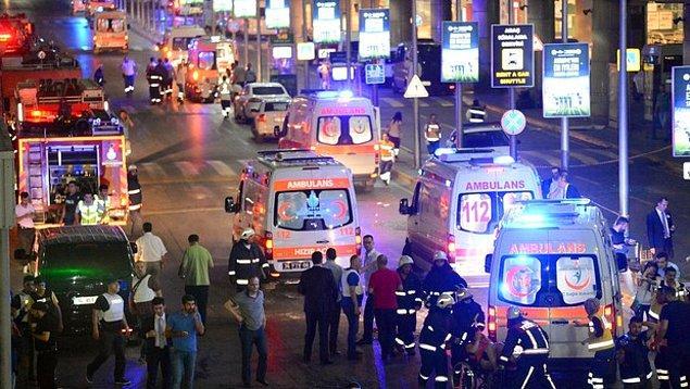 Atatürk Havalimanı'ndaki patlama haberinin öğrenilmesinin hemen ardından, sosyal medyadan bu hain terör saldırısına tepkiler bir çığ gibi büyümeye başladı.