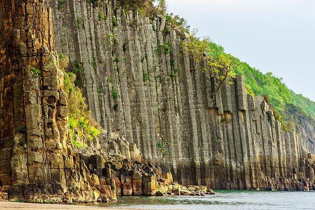 Güzelcehisar Lav Sütunları'nın çok eski bir yanardağın lav akıntıları olduğu biliniyor.