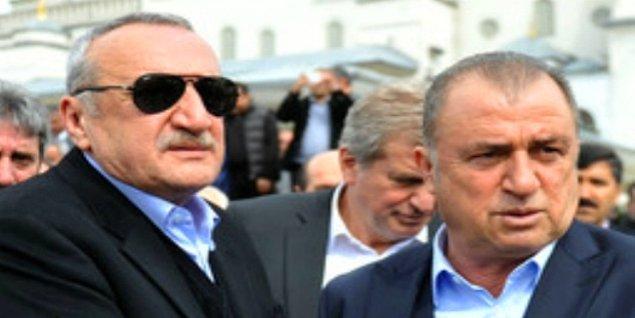 Bu gizli elin de, Mehmet Ağar olduğundan bahsediliyor. Zira Fatih Terim ile Mehmet Ağar'ın dostluğunu bilmeyen yok.