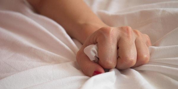 Женский оргазм видео прямые на работе спермы капающей