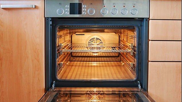4. Bu adım sadece kek yaparken değil, her türlü fırın kullanımında önemli!