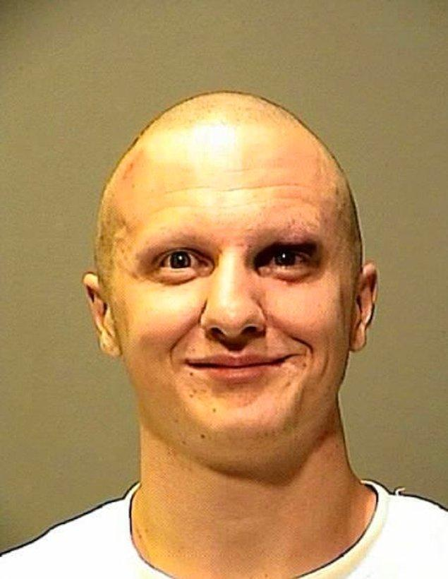 1. Bu abimiz Arizona'lı meşhur katil Jared Lee Loughner.