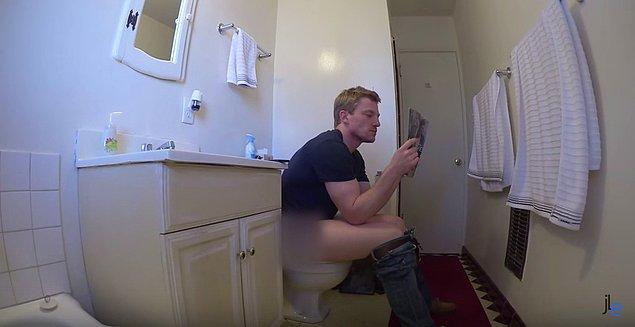 8. Aynı tuvaleti paylaşırken hiçbir tereddüt etmemek, tuvalette uzun uzun zaman geçirmek