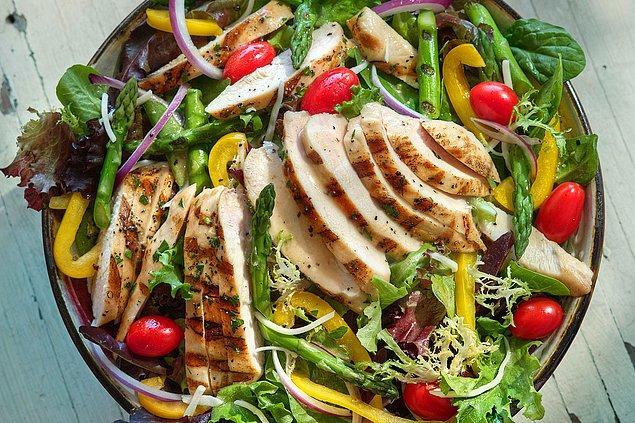 6. Öncelikle salatanın her koşulda aşırı sağlıklı bir gıda olduğu esasında bir mitten ibarettir.