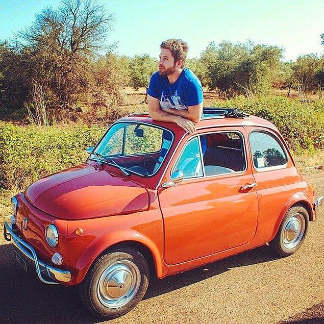 Yine de en sevdiği ve hayallerini süsleyen araba bu minik bebek!