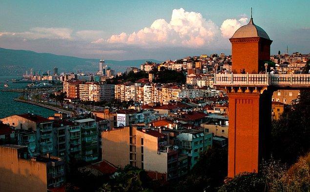 11. Tarihi Asansör'de İzmir'i seyredin