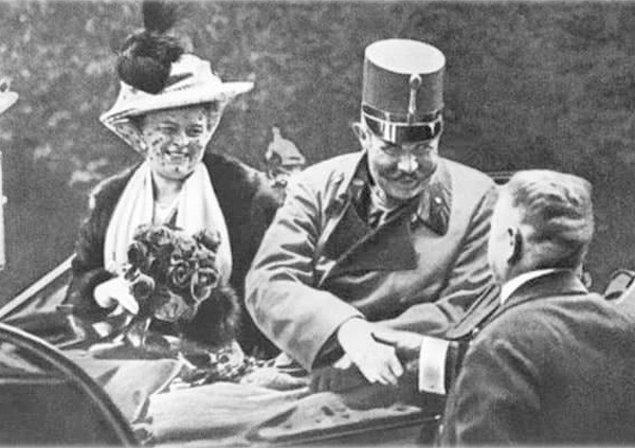 12. Avusturya Arşidükü Franz Ferdinand'ın suikaste kurban gitmeden önce çektirdiği son fotoğraf.